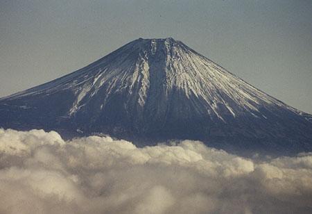Fuji-san (3776 m) seen from Yambushi-dake, late December 1993.